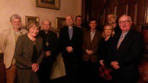 Parochiebestuur praat bij met Mgr. Van der Hende over lopende zaken binnen onze parochie.